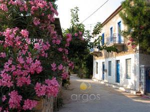 Typische Straße im Süden Griechenlands