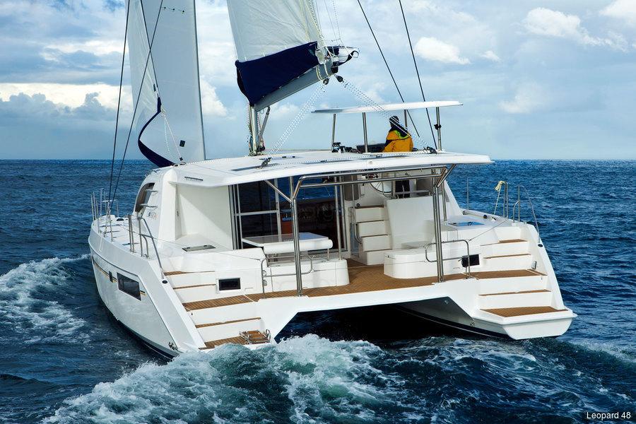 Crewed Yachten | Argos Yachtcharter