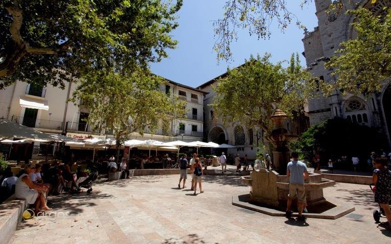 Plaza de la Constitución in Sóller