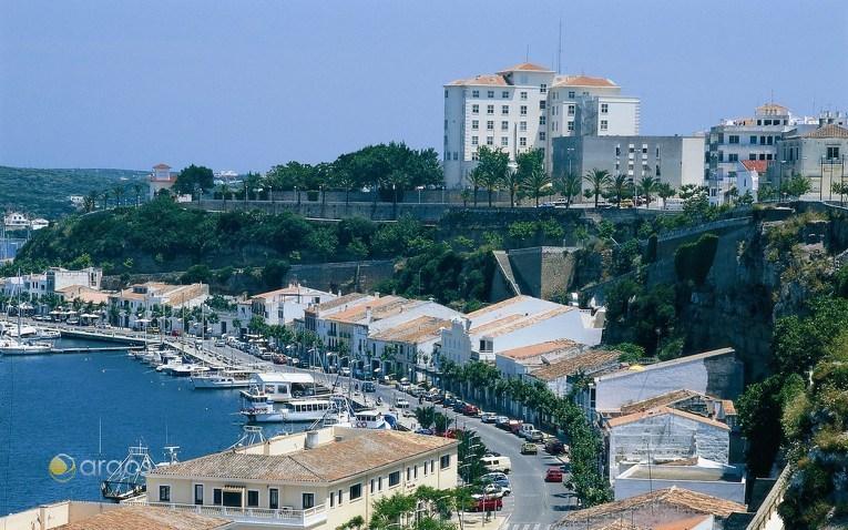 Hafen der Insel-Hauptstadt Maó (oder Mahón)