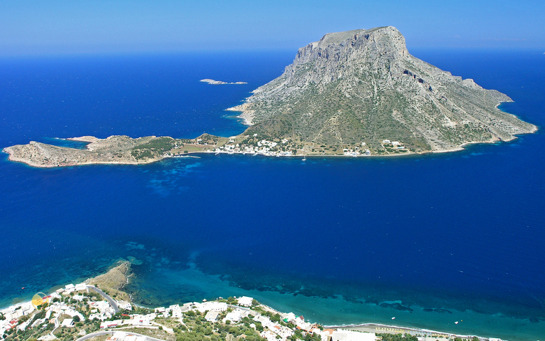 Blick auf die kleine Insel Telendos