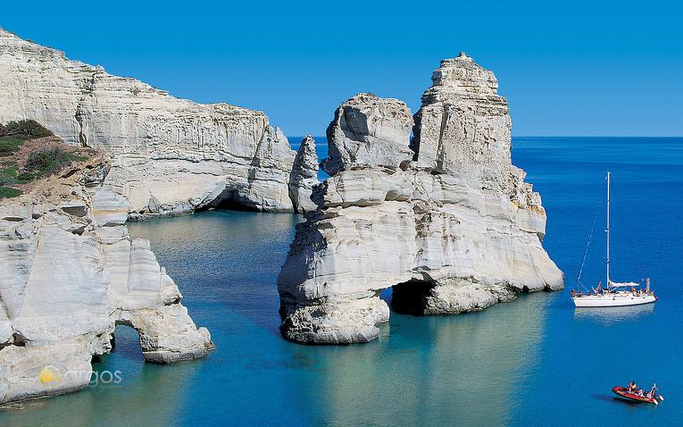 Felsige Küste der Insel Milos