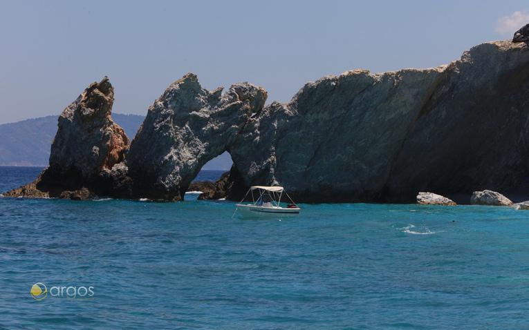 Felsige Küsten der Sporaden-Insel Skopelos