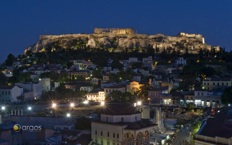 Monastiraki Square bei Nacht