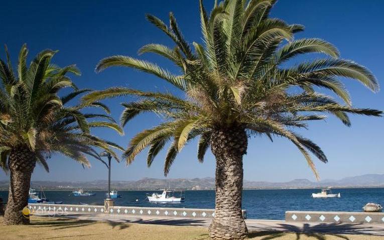 Promenade und Gästehafen von Sant Antioco
