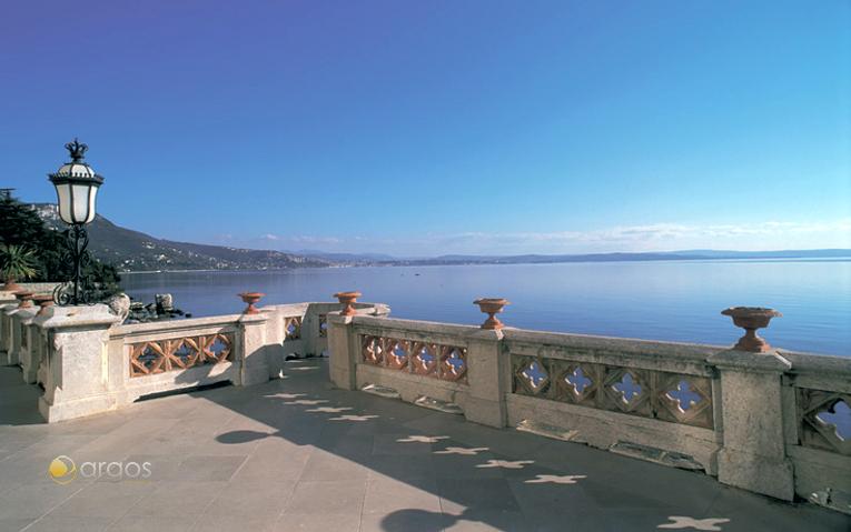 Ausblick von der Terrasse des Sclosses Miramare