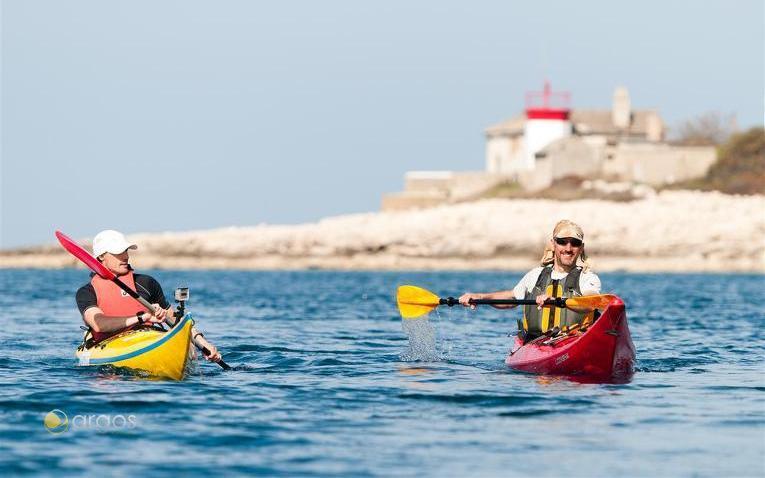 Wassersportler vor der Küste Istriens