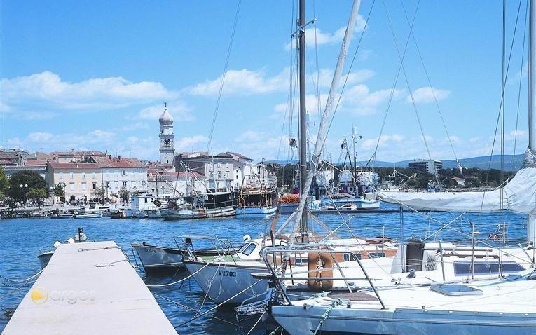 Yachten im Hafen von Krk