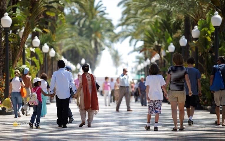 Paseo de la Explanada in Alicante