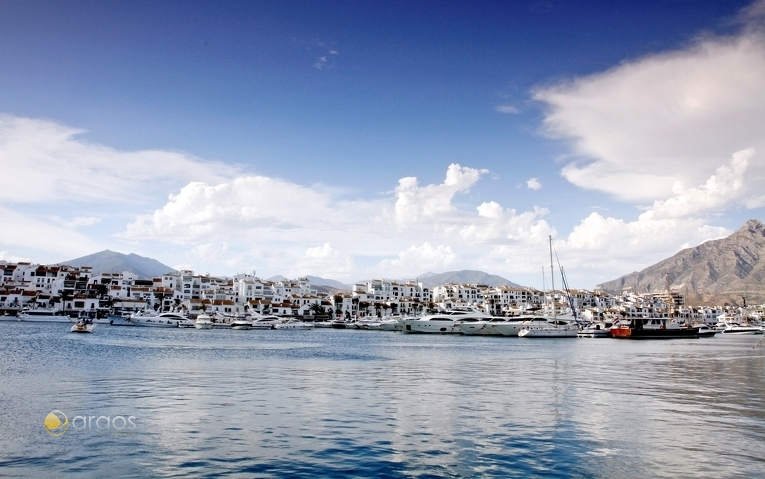 Yachten im Hafen Banús in Marbella