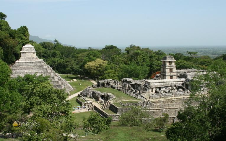 Archäologische Fundstätte Palenque im Dschungel von Chiapas