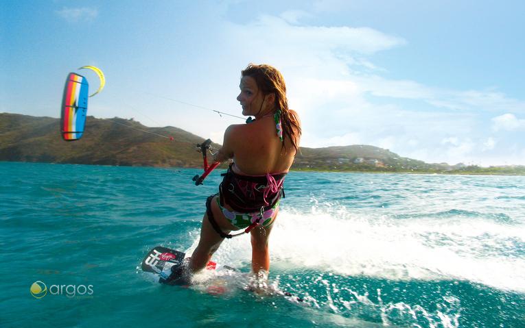 Kite-Surferin vor Saint Lucias Küste