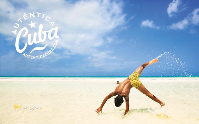 Turnen am Strand der Insel Cayo Coco