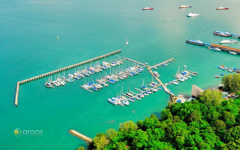 Yachten an den Liegeplätzen des Langkawi Yacht Club