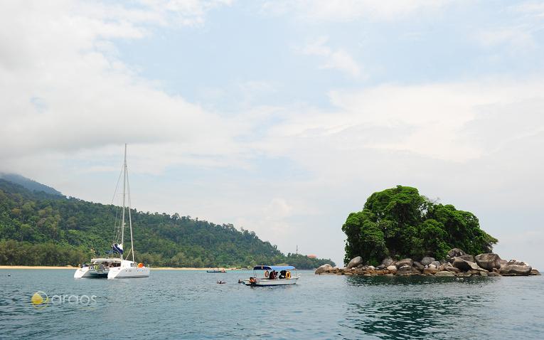 Katamaran vor der Küste der Tioman Island