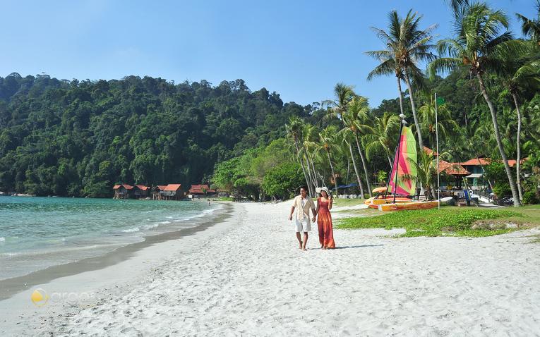 Pärchen am Strand der Tioman Insel