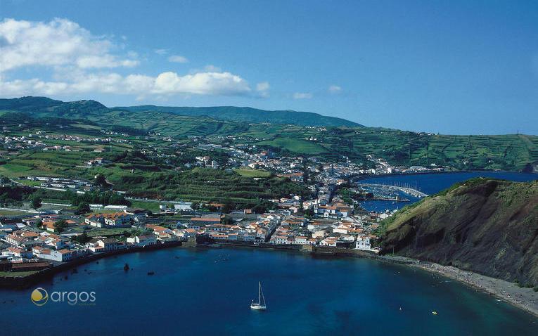 Blick auf die Ortschaft Horta auf der Insel Faial