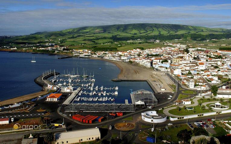 Aussicht auf Praia da Vitoria auf Terceira Island
