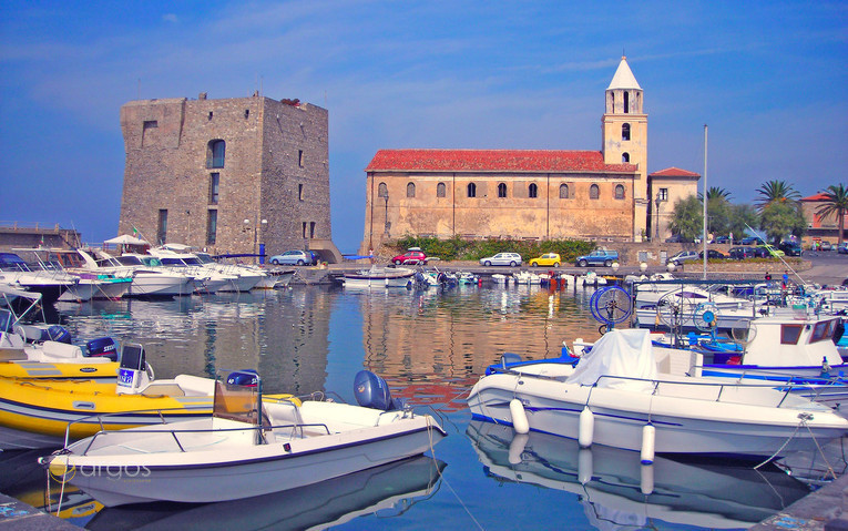 Yachten im Hafen von Acciaroli