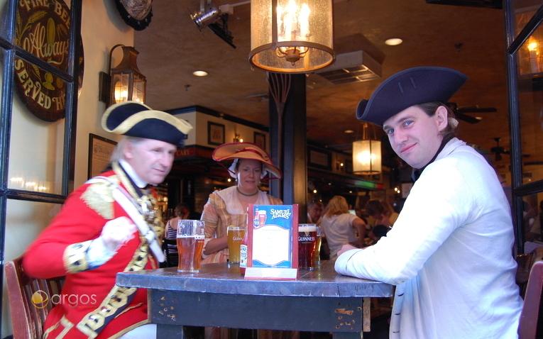 Echte Komparsen in einem Bostoner Pub Union Osyter House