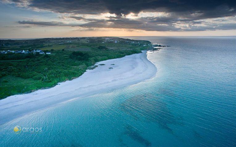 Wunderschöne Küsten entdeckt man beim Segeln im Golf von Morbihan
