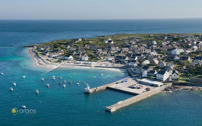 Kleiner Hafen auf der Insel Ile de Moléne im Golf von Morbihan
