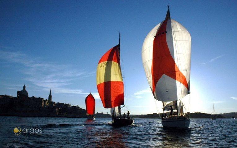 Yachtensegeln im Hafen von Marsamxett