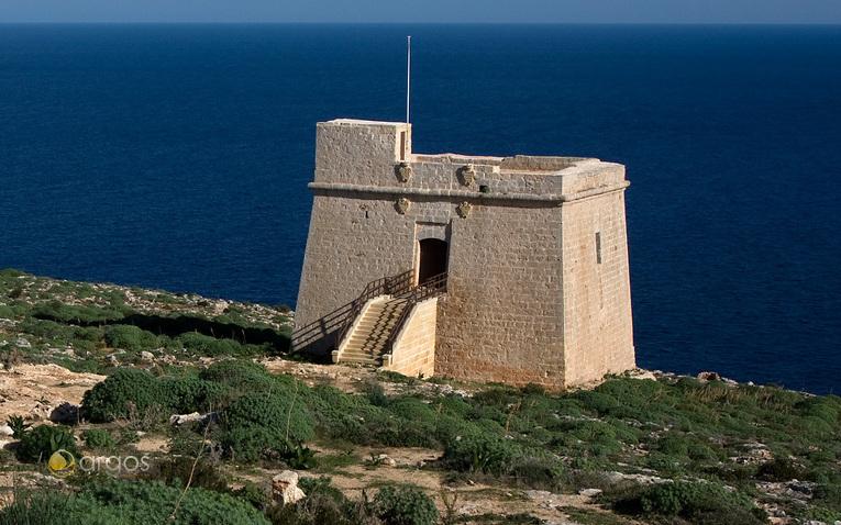 Wachtturm an der Küste von Gozo in der Nähe der Ortschaft Dwjra