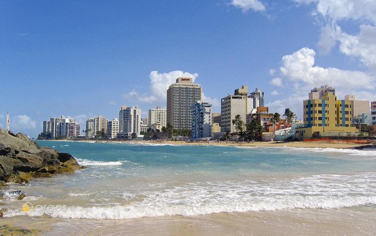 Blick auf San Juan von Condado Beach