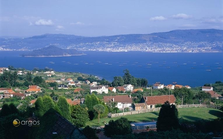 Blick auf den Ría de Pontevedra und die Insel Tambo