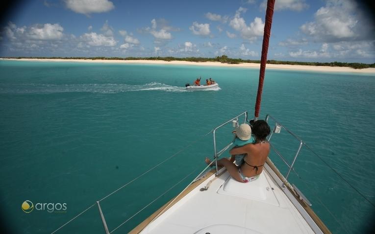 Auch für Familien geeignet: Yachtcharter auf Antigua in der Karibk