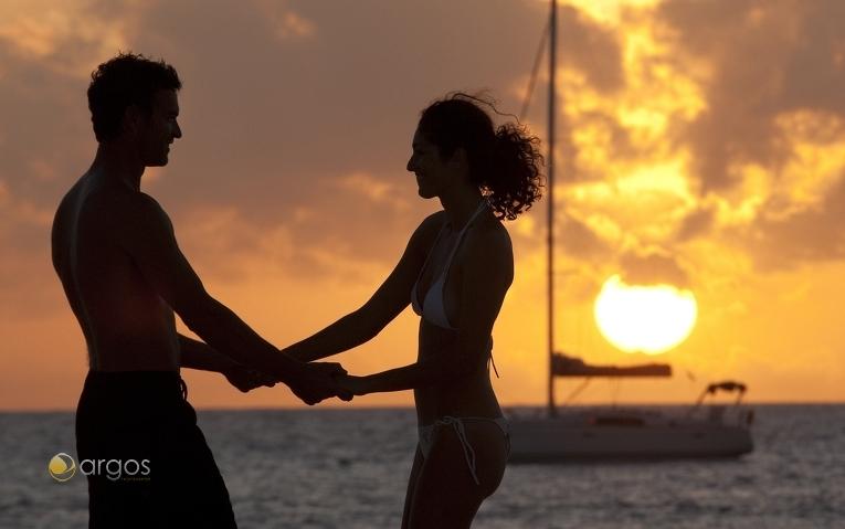 Perfekt für Segelurlaube mit romantischen Sonnenuntergängen: Die Karibik