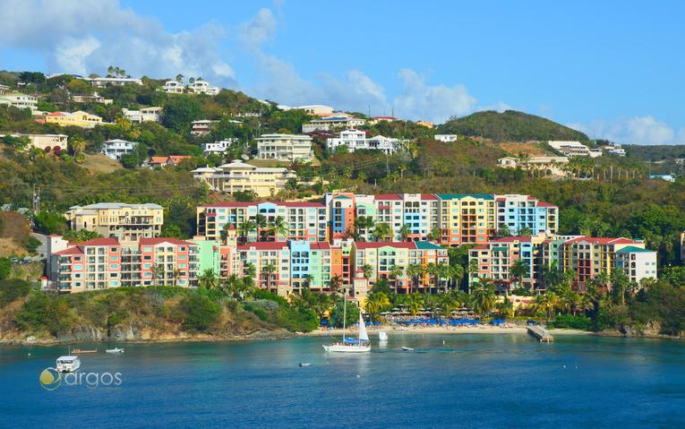 Blick auf die Küste von St. Thomas auf den US Virgin Islands