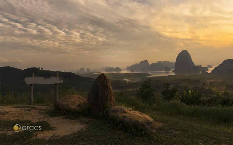 Ein Blick auf den Strand von Phang Nga