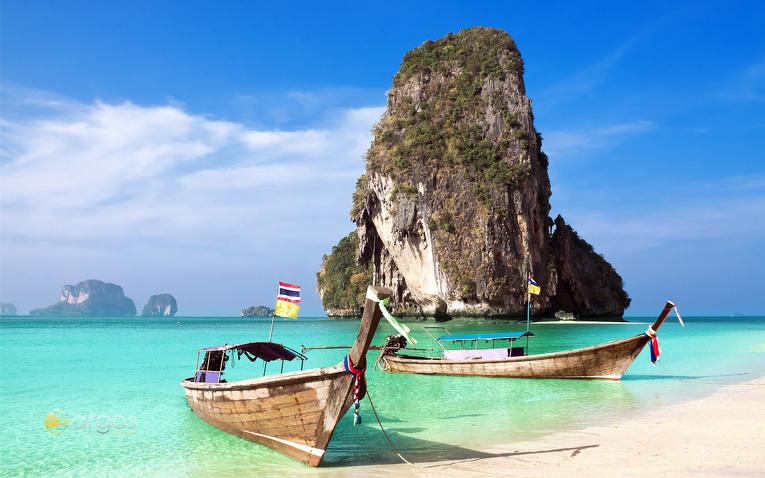 Fischerboote am Stranf von Rai Lei Beach - Krabi