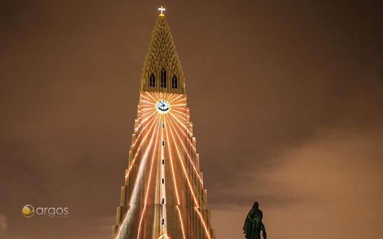 Hallgrimskirkja bei Nacht - Reykjavik / Island