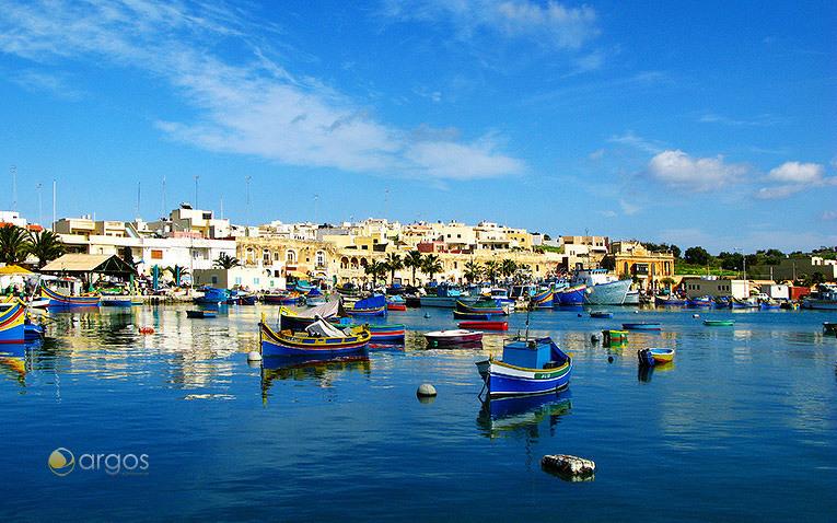 Kleiner Hafen im Fischerdorf Marsaxlokk im Südosten von Malta