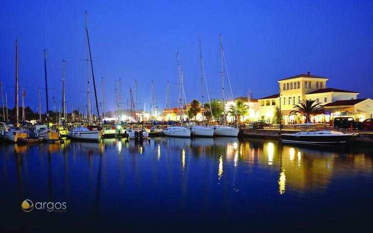 Korfu Gouvia Marina bei Nacht