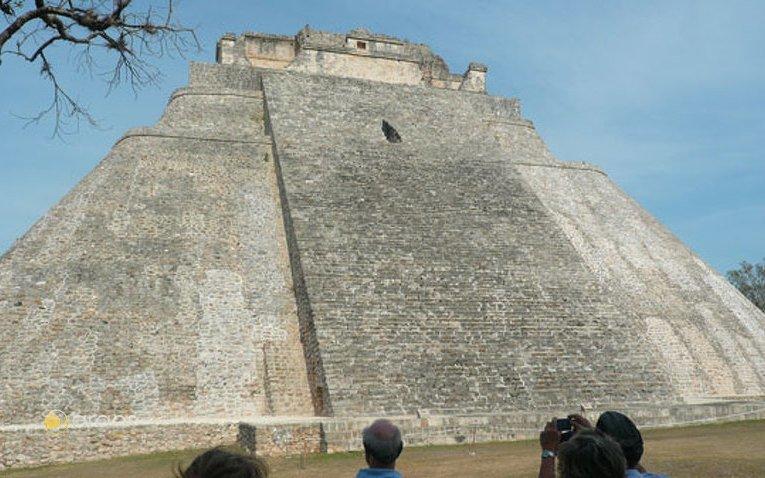 """Uxmal, Wahrsager-Pyramide """"El Adivino"""""""
