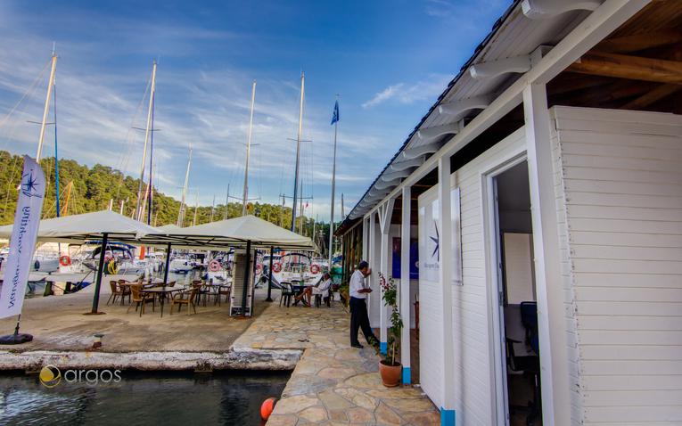 Gepflegter Außenbereich der Club Marina in Göcek