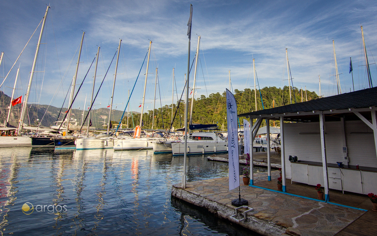Yachtflotte am Pier der Club Marina in Göcek