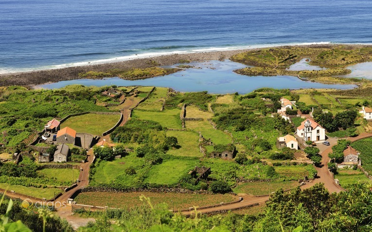 Saftig grüne Landschaften der Azoren-Inseln