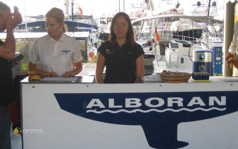 Check-In Schalter von Alboran Charter