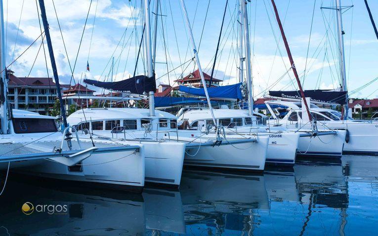 Top gepflegte Katamarane von Dream Yacht Charter in der Eden Island Marina auf den Seychellen