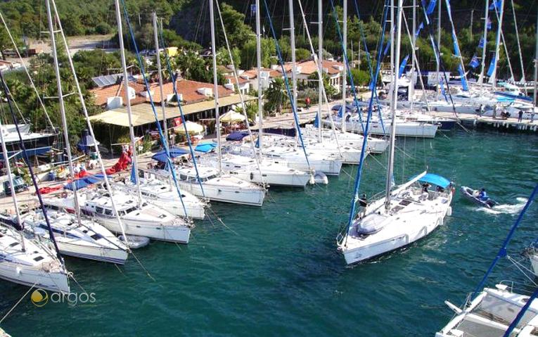 Segelyacht-Flotte am Stützpunkt in Marmaris
