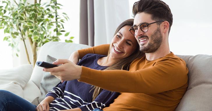 Tv-Monitor mit Senderlogos © andilevkin / Fernsehsender