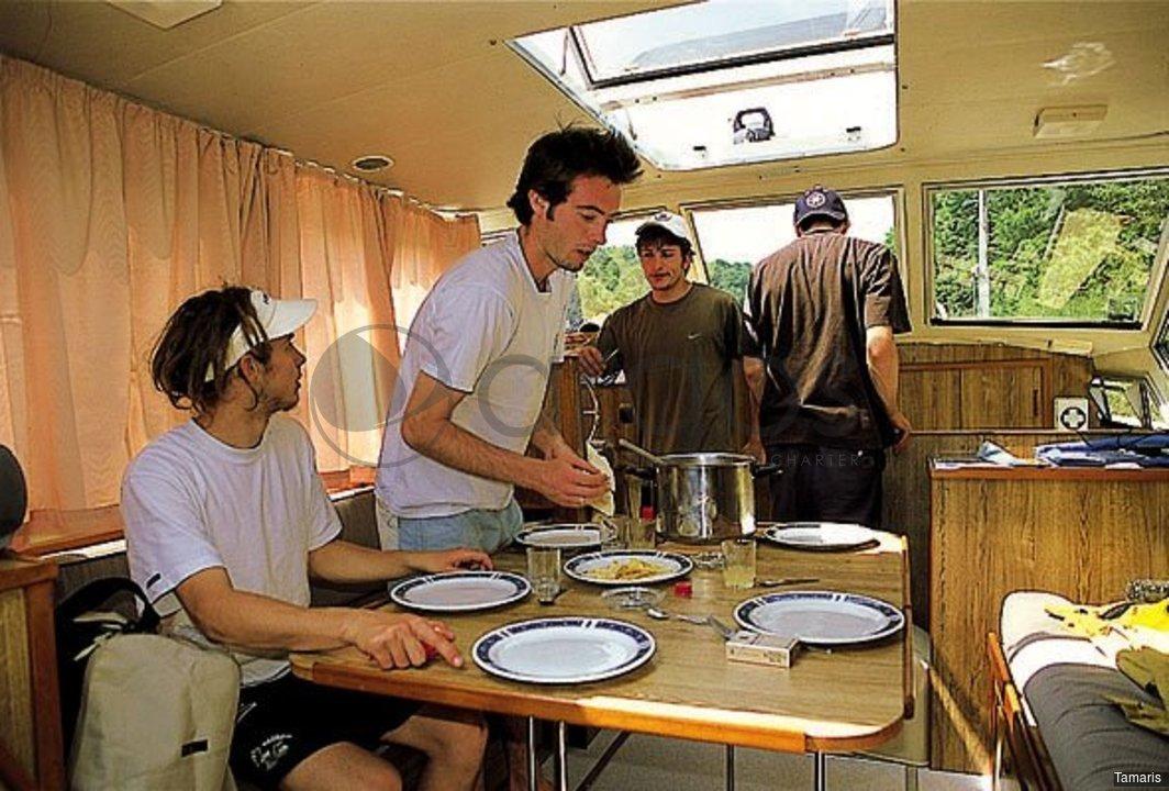 tamaris 2 kabinen 2 wc hausboot id 1831 argos yachtcharter segeln aus leidenschaft. Black Bedroom Furniture Sets. Home Design Ideas